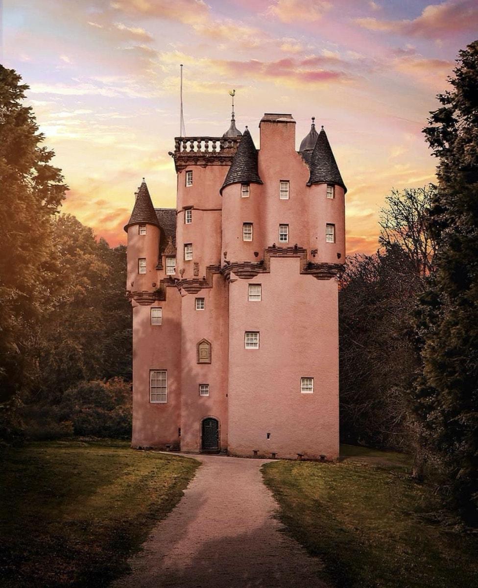 Pink castle Craigievar Castle, Scotland